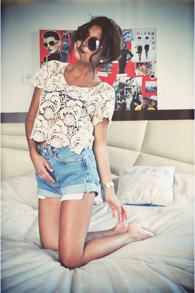 vintage Levis shorts - vintage sunglasses - white lace Forever 21 top