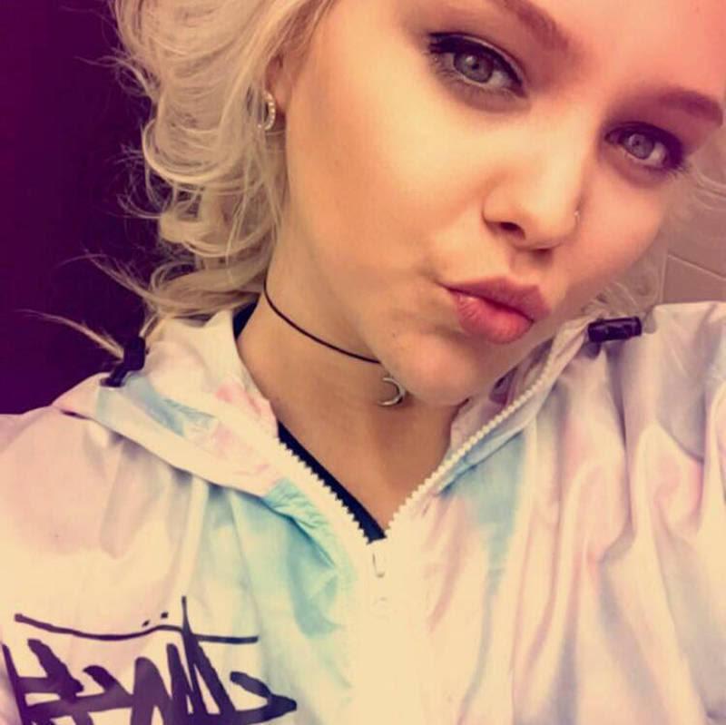 Αυτή είναι η 20χρονη κομμώτρια που ανέλαβε την περίπτωση της έφηβης με κατάθλιψη