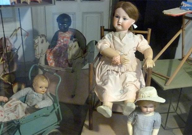 Bonecas do século 19 no Museu da Cidade (Foto: Eduardo Szklarz/Especial para o G1)