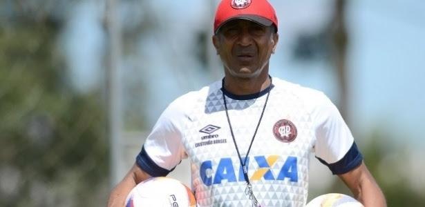 Técnico deixa a equipe 'de comum acordo' após 16 jogos oficiais