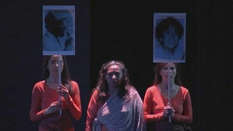 Una obra de teatro intenta dar voz a las mujeres que sufren violencia en Colombia