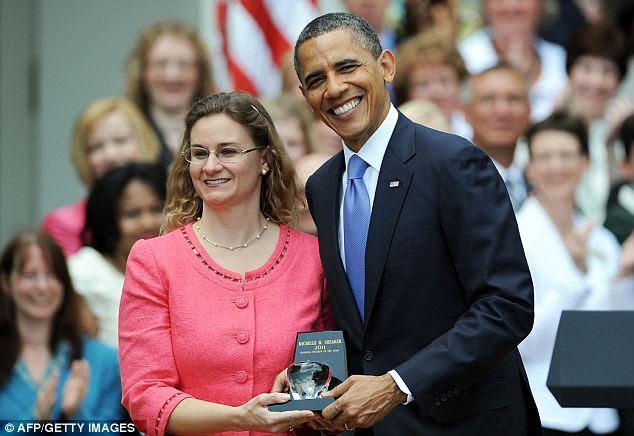 Down to Earth: Apesar de importantes acontecimentos de domingo, Barack Obama tirou um tempo hoje para apresentar Michelle Shearer com o professor nacionais da concessão do ano