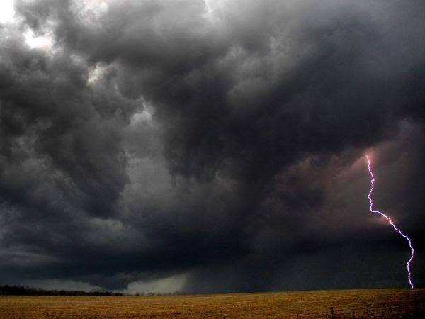 lightning-storm-kentucky_25302_990x742