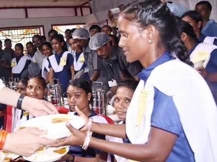 35 साल से गरीबों को एक रुपए में खिला रहे खाना