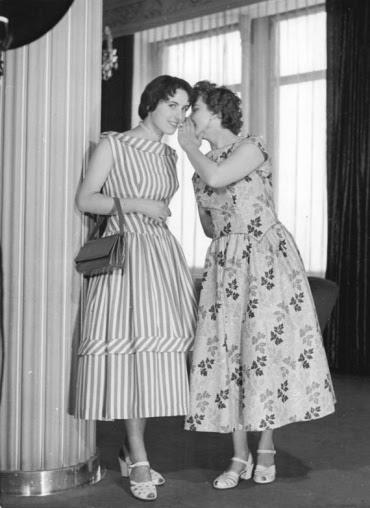 Two women from Dresden, March 1956. Photo by Deutsche Fotothek.