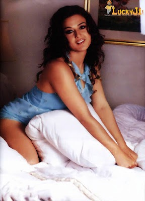 Bollywood Boobs Sex nude: Sexy Preity Zinta in doggie style