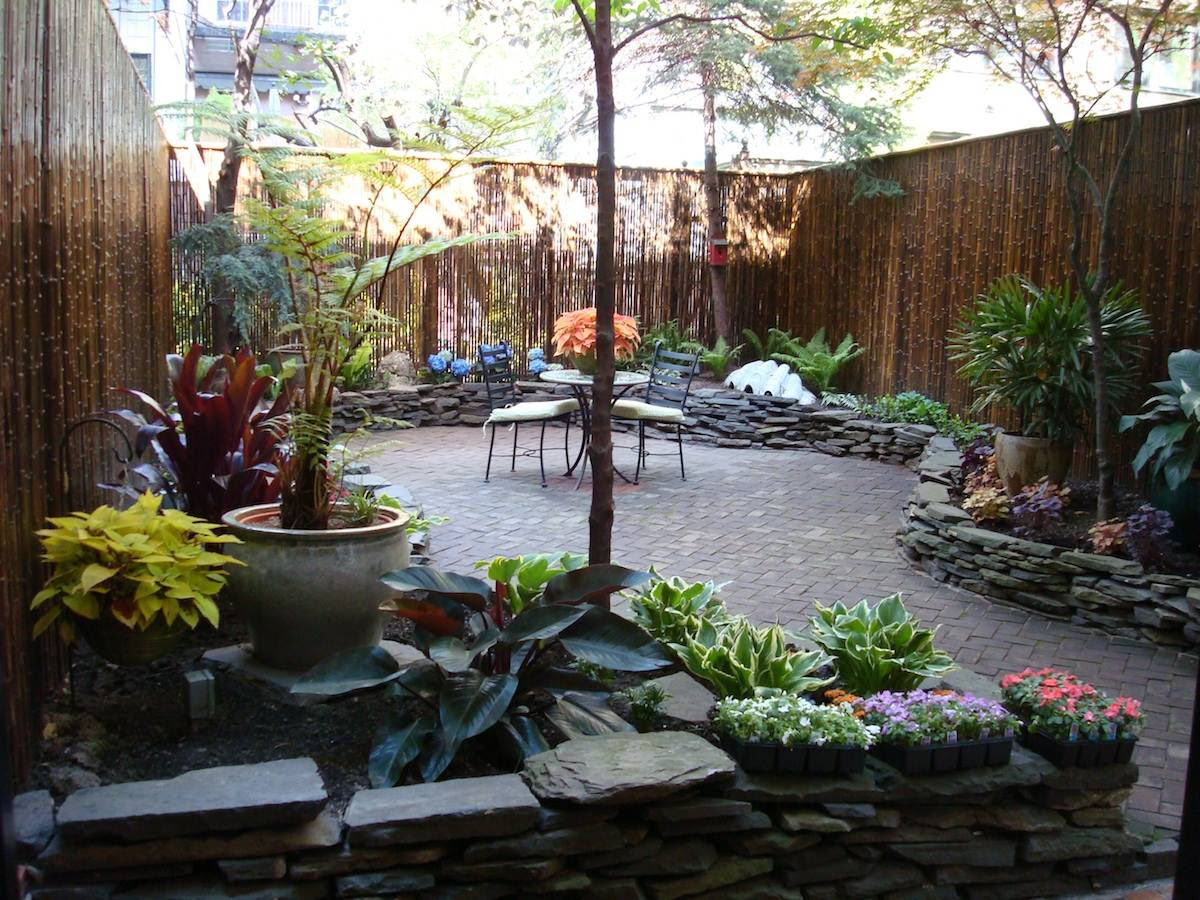Townhouse backyard landscaping ideas - large and beautiful photos