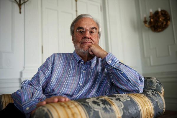 Manuel Gutiérrez Aragón, durante una reciente entrevista con Efe en el Palacio de la Magdalena de Santander. ©EFE/Pedro Puente Hoyos