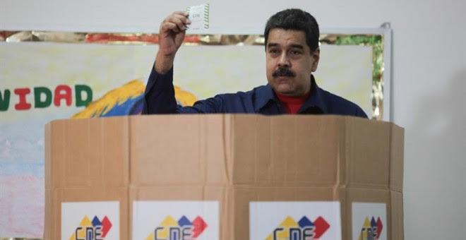 El presidente de Venezuela, Nicolás Maduro, votando durante las elecciones municipales. - EFE
