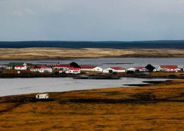 Theresa May seeks new approach to Falklands Islands dispute