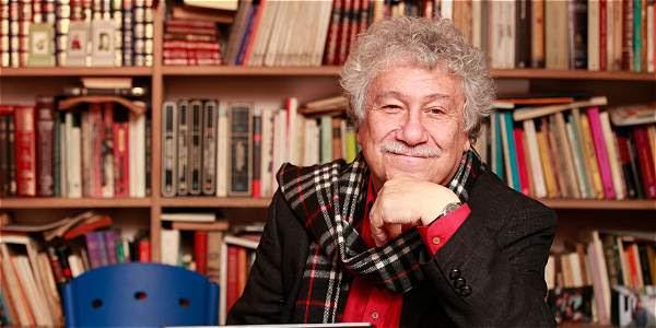 El libro coincide con la celebración de los 70 años del poeta.