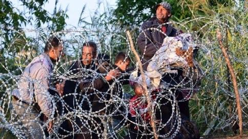 """Nyt: """"L'Ue finora ha fallito, pochi aiuti a Italia e Grecia per i profughi"""""""