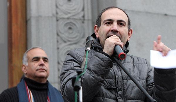 http://www.armenianow.com/sites/default/files/img/imagecache/600x400/nikol-pashinyan-raffi-hovhannisyan.jpg