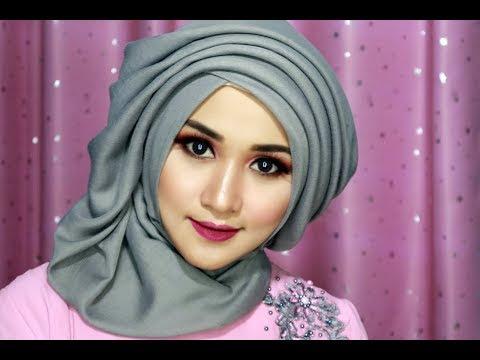VIDEO : tutorial make up dan hijab sege empat semple mewah, hijab pesta, hijab kndangan,hijab wisuda-1 - caracaratutorialhijaber22 & make up, online shopp : https://www.facebook.com/bajusyarigamismuslim/ ...