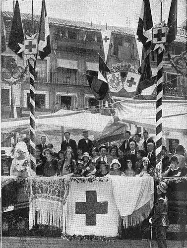 10 junio 1924. Visita de los Reyes de España e Italia a Toledo. Tribuna de la cruz roja. Foto Emiliano