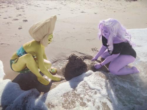 Beach bod clods Amethyst: magmamagda Peridot:dekuflowerr