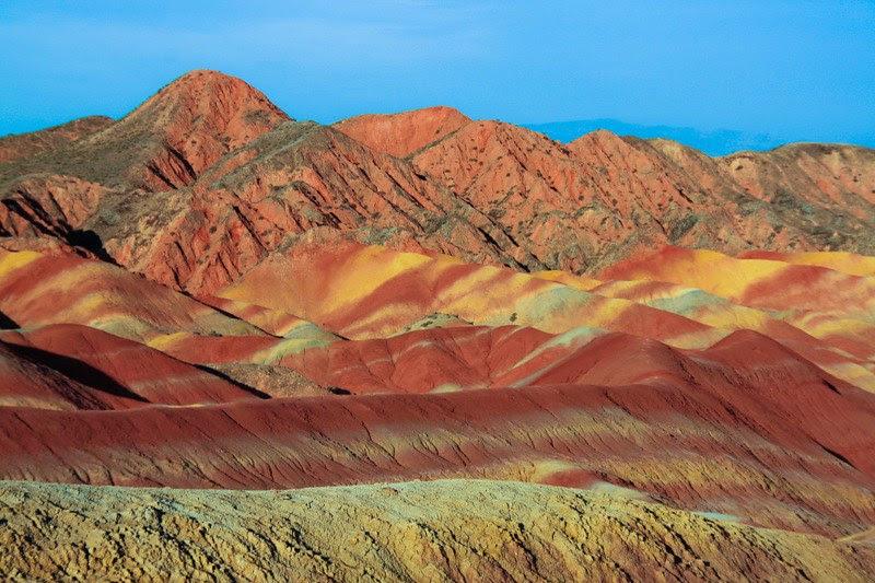 красочные горы