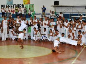 Alunos do Escola Aberta abrem  seminário de educação na Uerj de Caxias