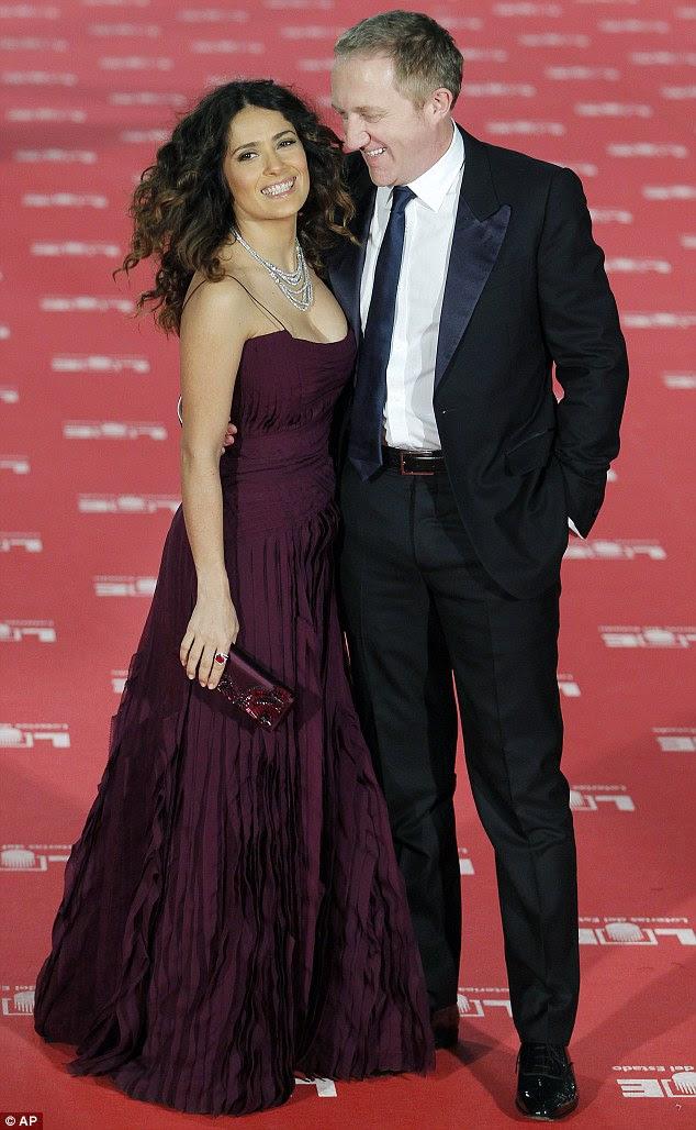 Orgulhoso: Salma estava acompanhada de seu marido empresário francês Francois-Henri Pinault, que brilhou em sua esposa linda