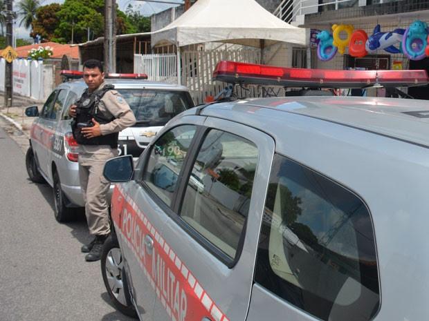 Polícia Militar esteve na loja em busca do assaltante, mas não conseguiu localizá-lo (Foto: Walter Paparazzo/G1)