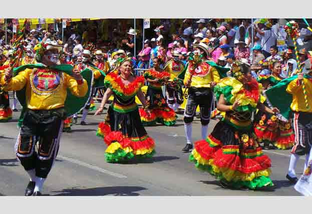 Barranquilla women brings color to festivities