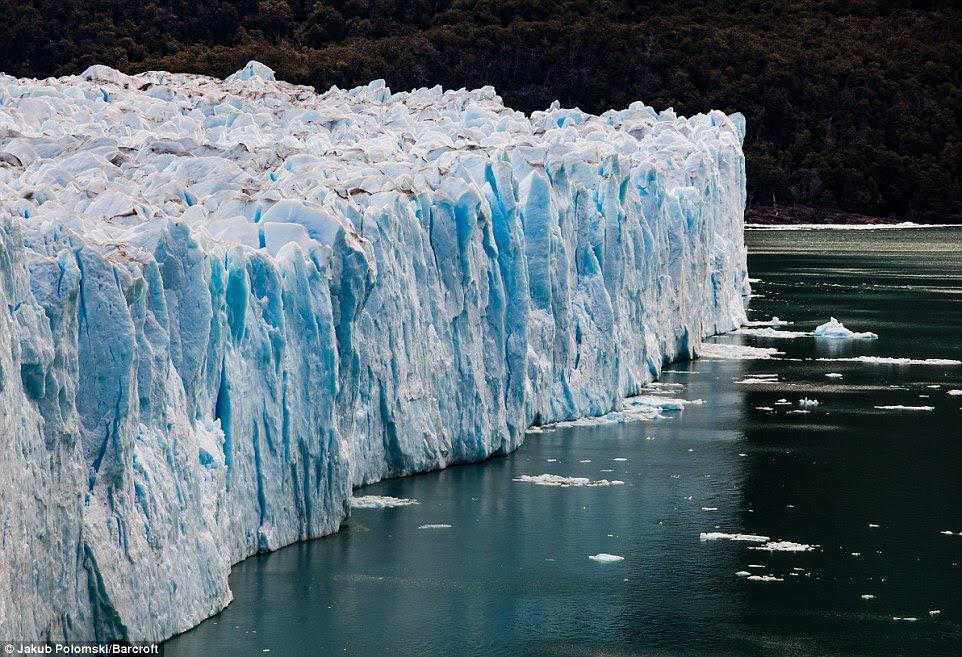 Le glacier rompt en moyenne tous les quatre à cinq ans, avec son dernier événement majeur qui se passe en Janvier 2013