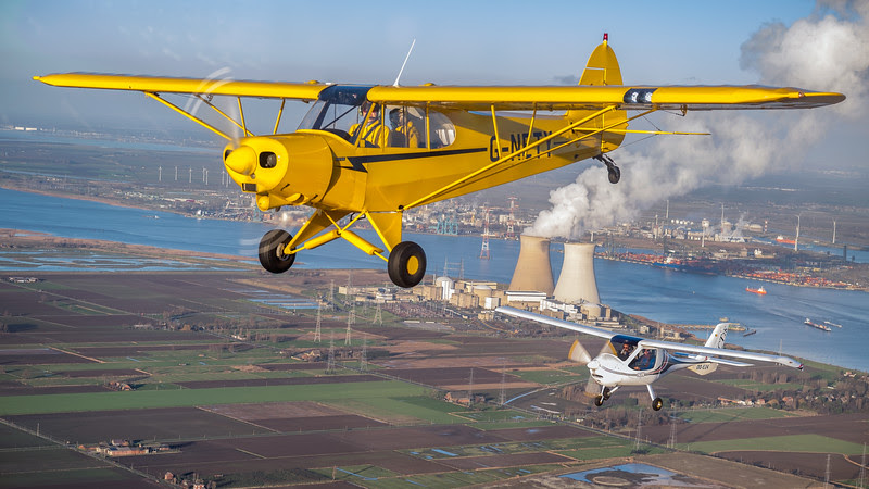 PA-18 Piper Cub in formation with CT Flightdesign