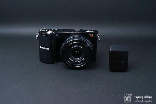 Samsung_NX200_exterior_22