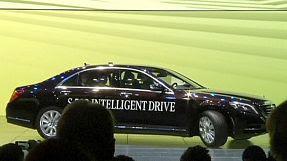 Auto: Mercedes presenta la S 500 che viaggia da sola