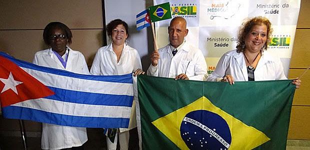 Chegada de médicos cubanos no Recife (Foto: Luna Markman / G1)