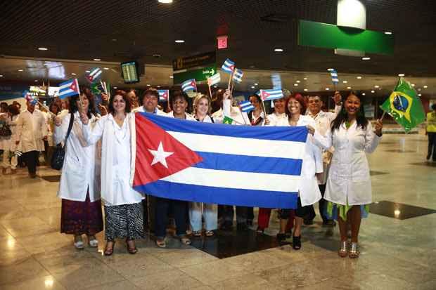 Grupo de médicos cubanos da foto desembarcou no Recife no final de agosto. Até o fim dessa semana mais 2 mil chegam ao Brasil para o programa Mais Médicos. Foto: Bernardo Dantas/DP/D.A Press/Arquivo