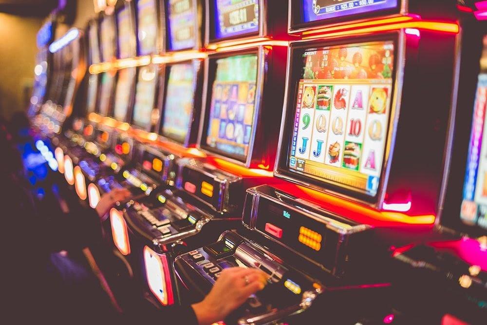 Играть онлайн на деньги могут только авторизованные пользователи.Все игровые автоматы в Эльдорадо 24 корректно загружаются с мобильных устройств, что позволяет наслаждаться процессом без привязки к месту.