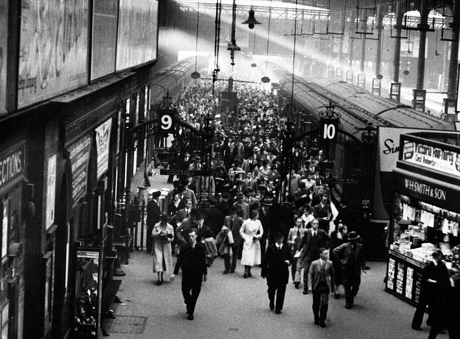 Passengers at rush hour, Victoria Station, London, 1927.