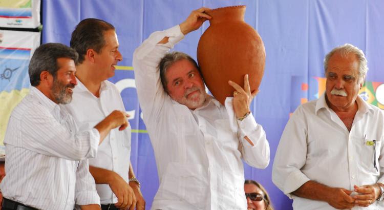 Lula em visita à transposição em 2010, no fim do segundo mandato (Foto: Bobby Fabisak/JC Imagem)