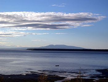 English: View across Cook Inlet from downtown ...