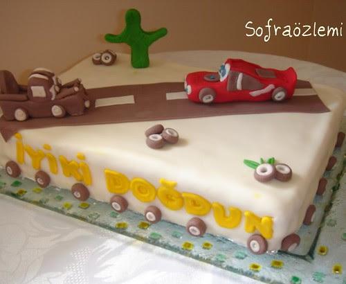 Şimşek Mc. queen arabalar pasta