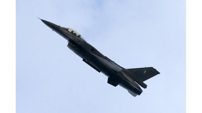 Όλα τα βλέμματα στην εντυπωσιακή επίδειξη των F 16!