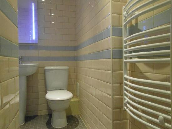 New Bathrooms - Picture of Brooks Hotel Edinburgh, Edinburgh ...