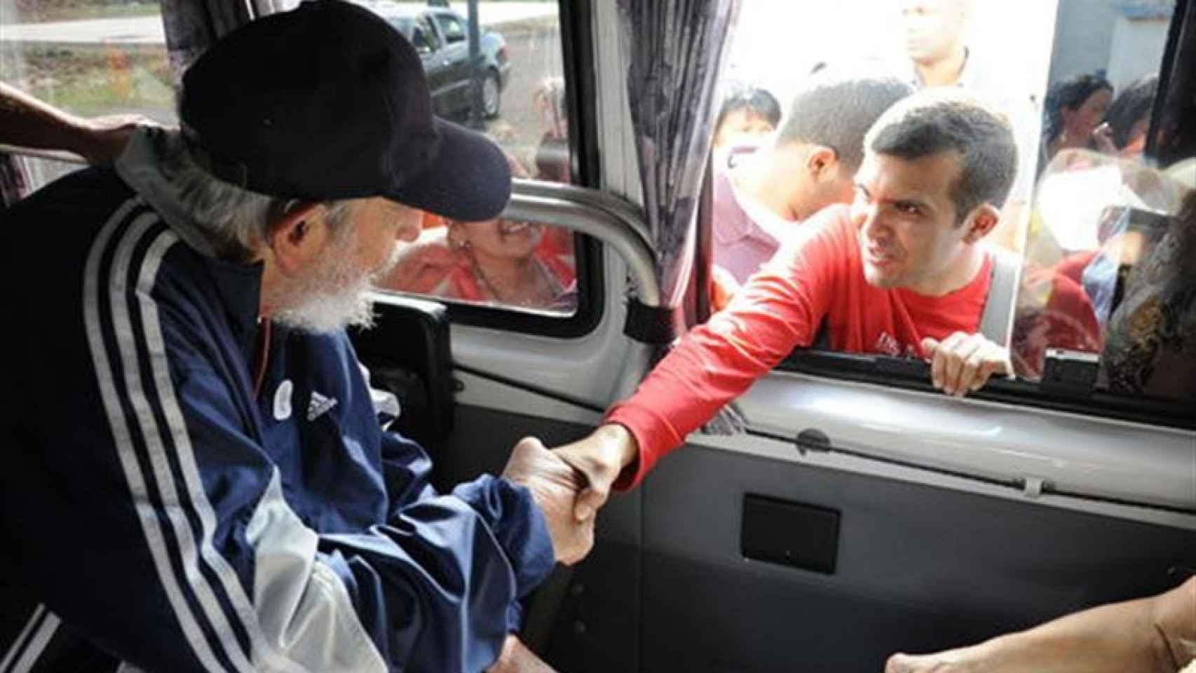 Fidel solía pasear por La Habana y saludar a sus paísanos