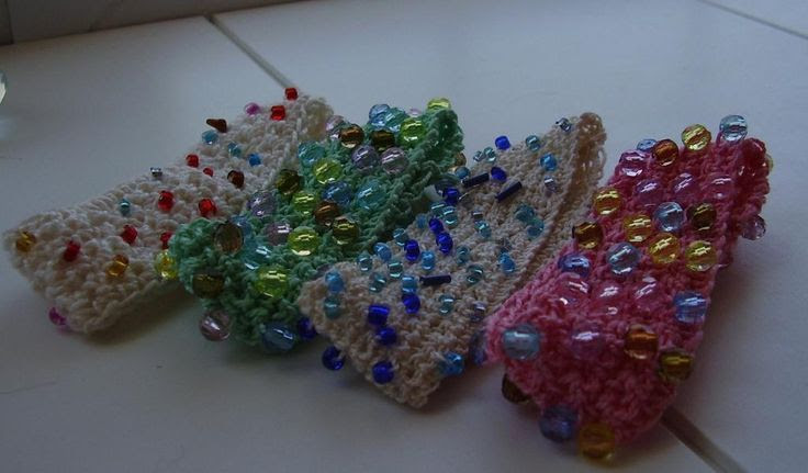 Beaded Crochet Bracelets perfect for beginner's.. ♡ Teresa Restegui http://www.pinterest.com/teretegui/ ♡