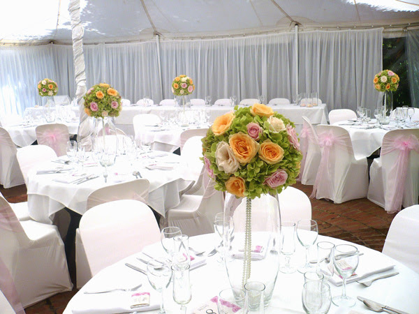 Glass Flower Wedding Centerpieces These centerpieces look perfect on their