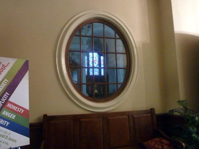 P1070304-2011-01-25-Shutze-Little-Chapel-from-Narthex-through-Oval-Windows-1