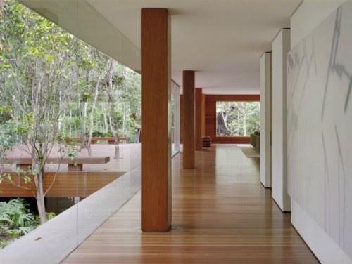teras rumah minimalis dengan lantai kayu