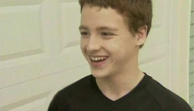 Menino salvou vida de colegas ao assumir volante. (Foto: BBC)