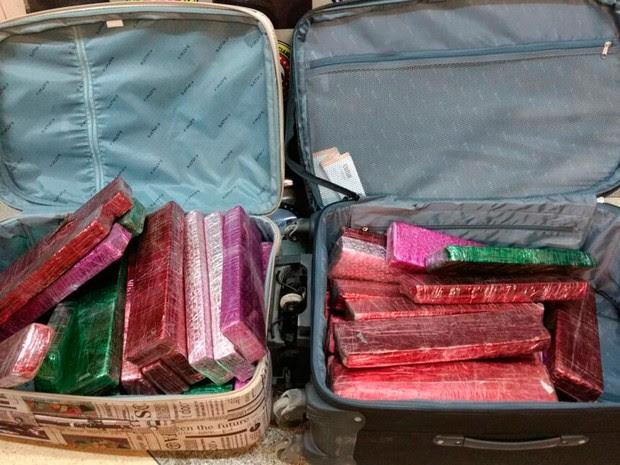 Cerca de 50 kg de maconha prensada fora encontradas em duas malas (Foto: Edivaldo Braga/Blog Braga)