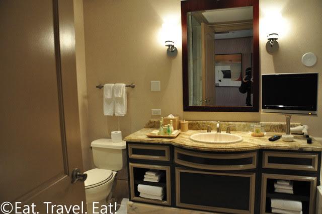 Tower Deluxe Bathroom Left