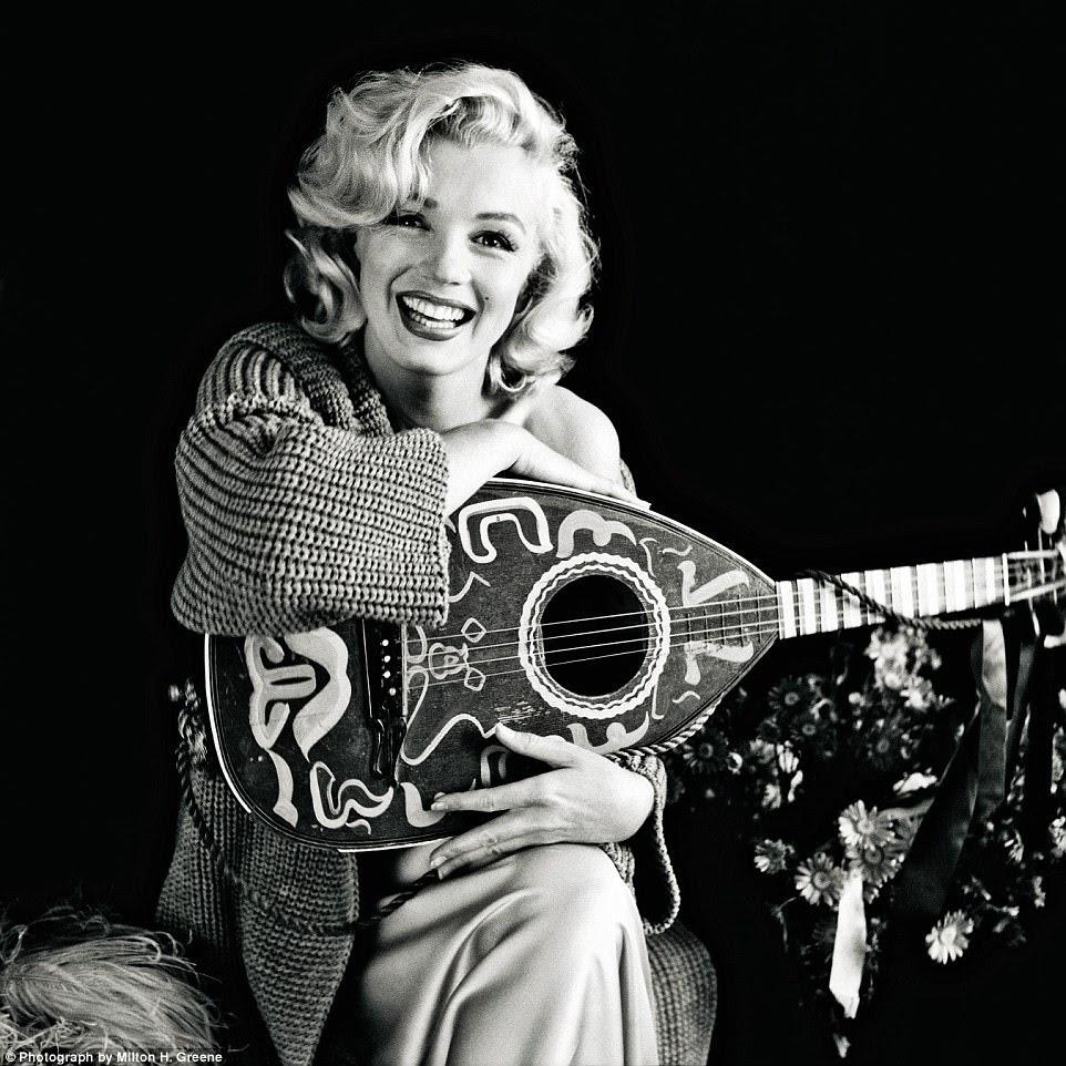 Mandolin Monroe: Seu primeiro tiro bem sucedido com Greene em 1953. Ela só estava disponível porque ela havia torcido seu pé no River Of No Return