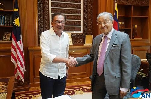 Ada penghalang, Mahathir jamin serah kuasa kepada Anwar