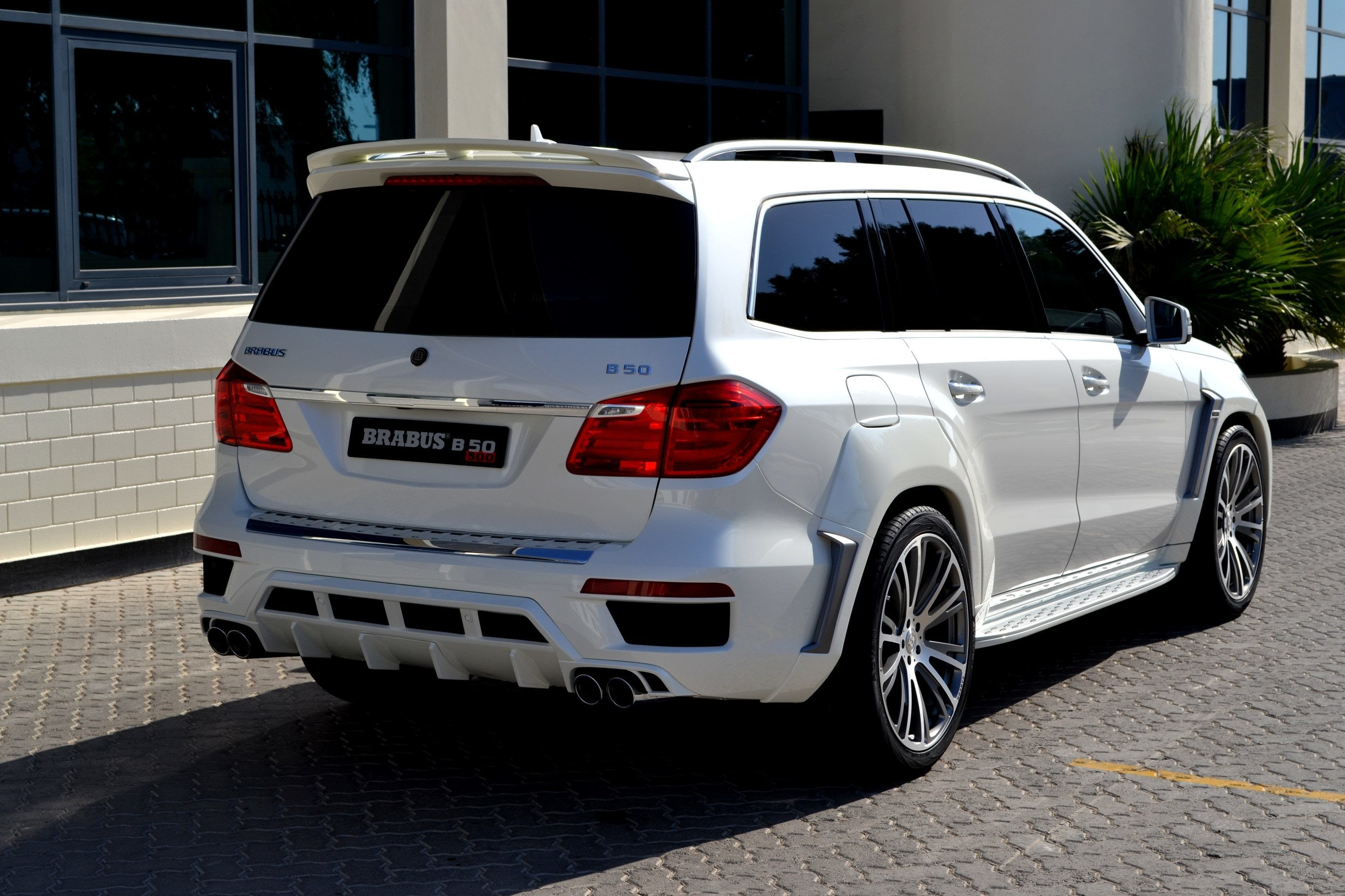 186MPH 7-Seat SUV? BRABUS B63S 700 Widestar for Mercedes ...