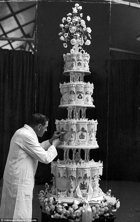 9 Extravagant Celebrity Wedding Cakes   CHWV